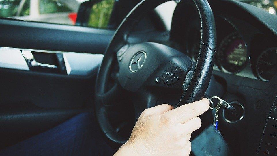 vozac,voznja,volan,automobil