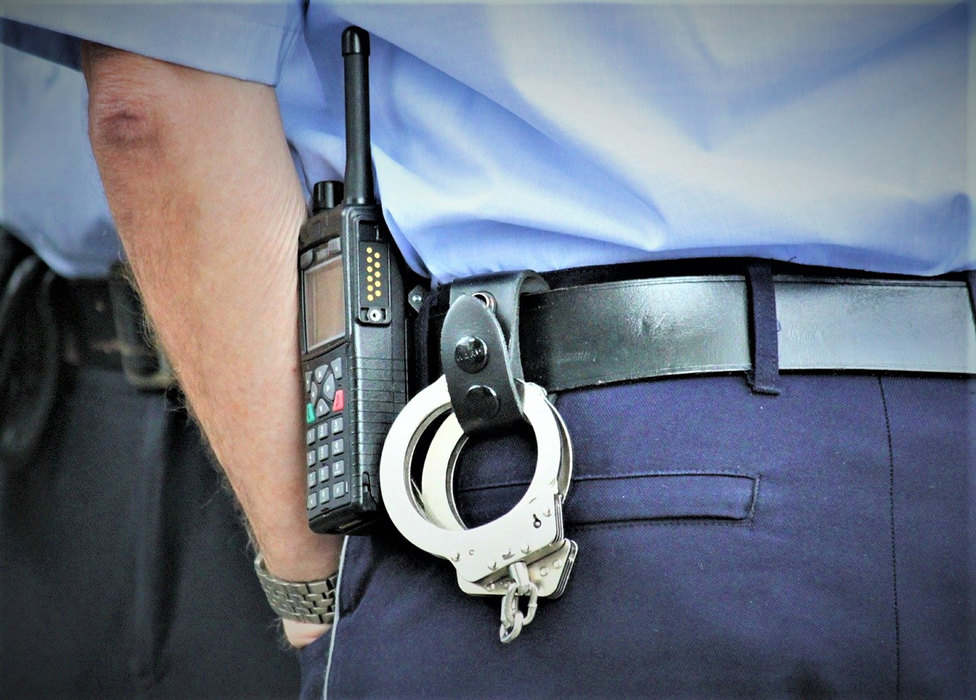 policija, policajac, hapsenje, privodjenje