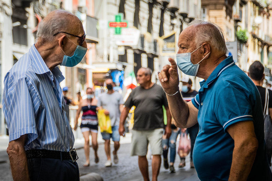 italija, korona, ljudi, maske, stari